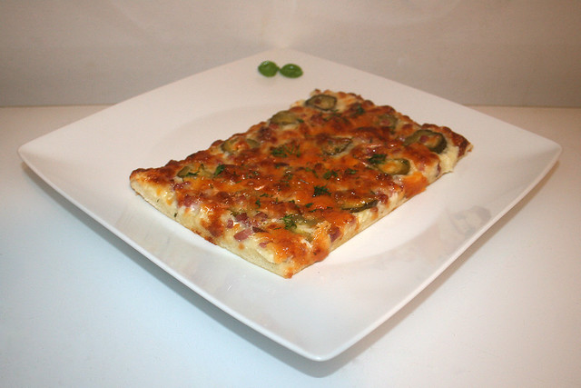 Gewürzgurken Bacon Pizza (Dill pickle bacon pizza) – das Kurzrezept